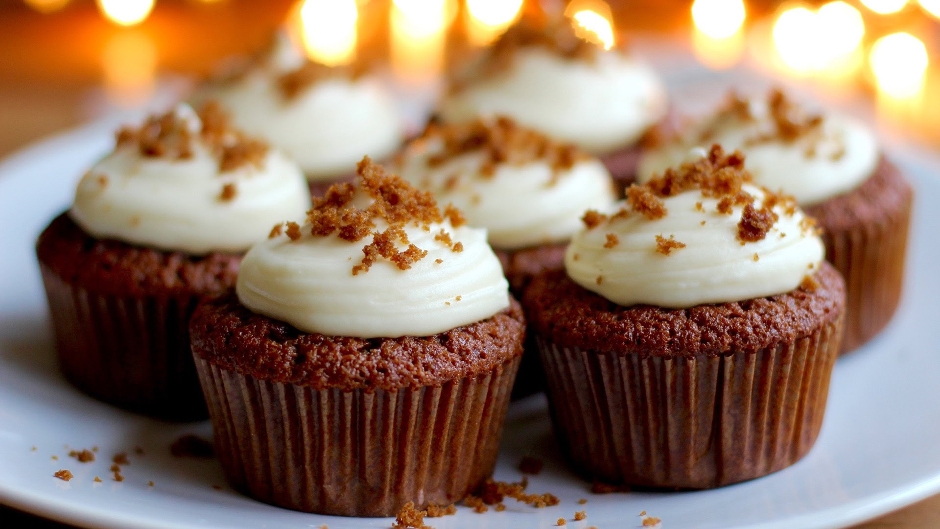 Yummy Fresh Gingerbread Cupcakes With Cream Cheese Frosting ...