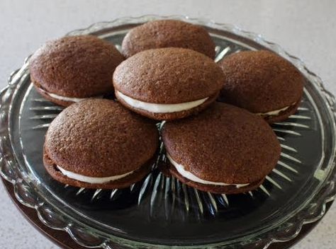 Try These Amazing Gingerbread Cookies Stuffed With Cream Cheese Filling