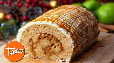 What An Awesome Homemade Caramel Apple Pie Roll