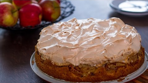 Make This Tasty And Beautiful Looking Apple Meringue Cake Recipe