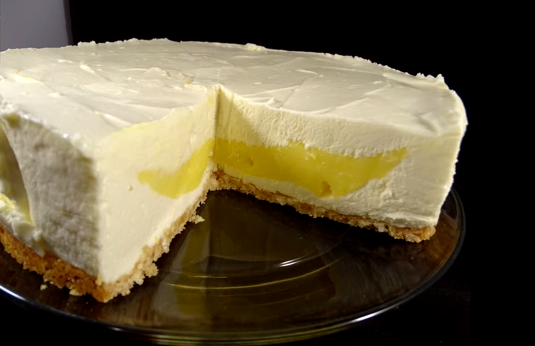 A Creamy Dreamy Surprise For This Lemon Cheesecake