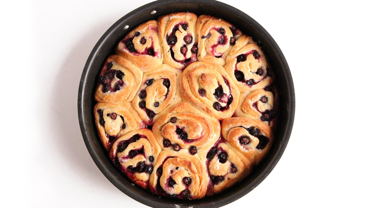 A Yummy Sweet Rolls Recipe For These Lemon Blueberry Rolls