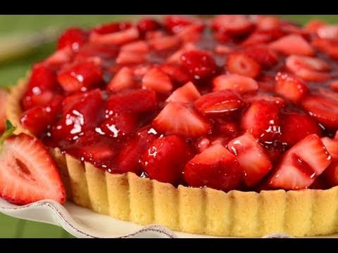 An Amazing Summery Strawberry Pie To Make