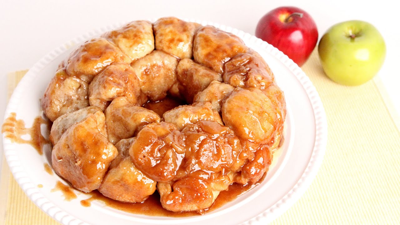 A Recipe On How To Make This Caramel Apple Monkey Bread From Scratch
