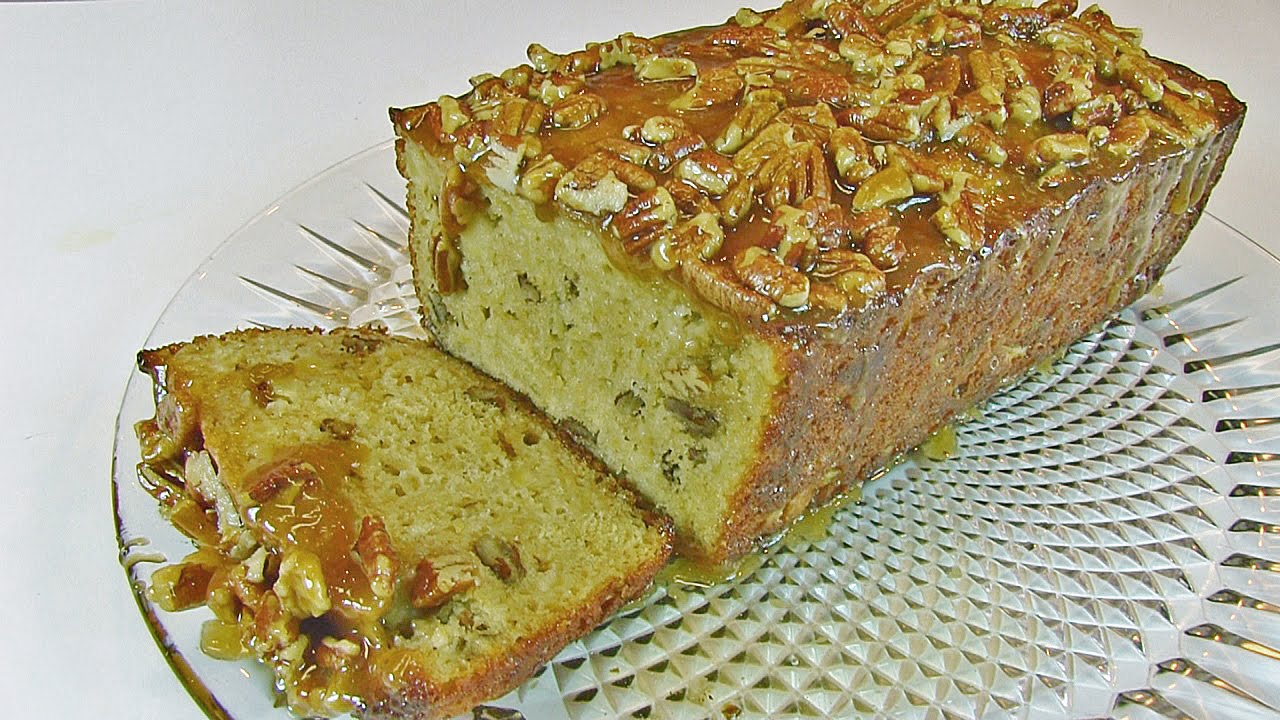 A Wonderful Fresh Apple Bread with Praline Topping