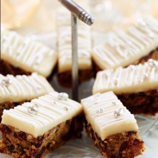How To Make Christmas Cake Tray Bake