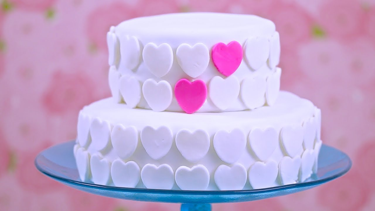 A Great Video On How To Make Marshmallow Fondant & Decorate a Cake.. Great For A Party