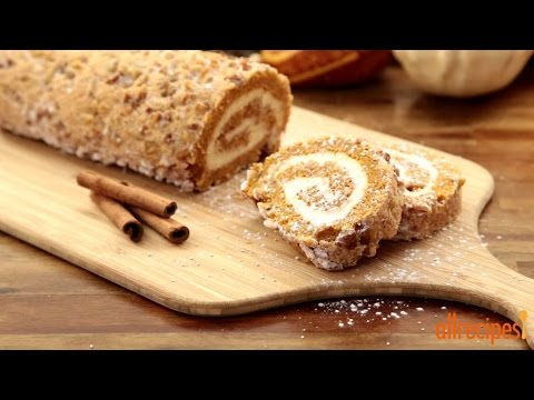 How to Make a Pumpkin Roll Cake Great For Thanksgiving