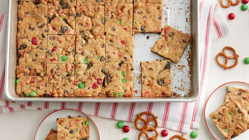 Yummy Loaded Chocolate Chip Cookie Christmas Bars