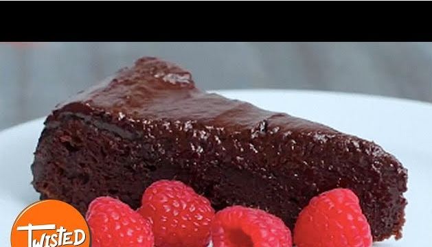 Make This Easy Chocolate Fudge Cake Recipe Today