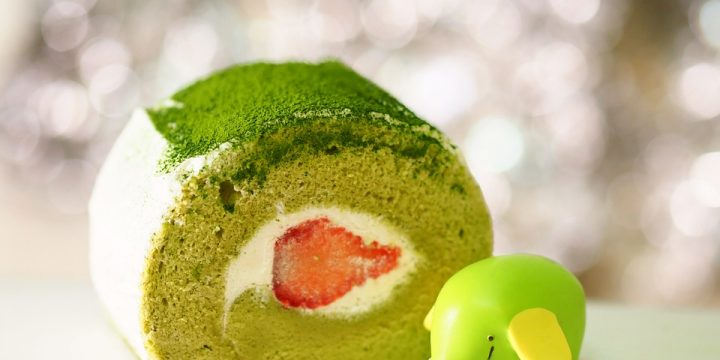 Strawberry Matcha Roll Cake Recipe