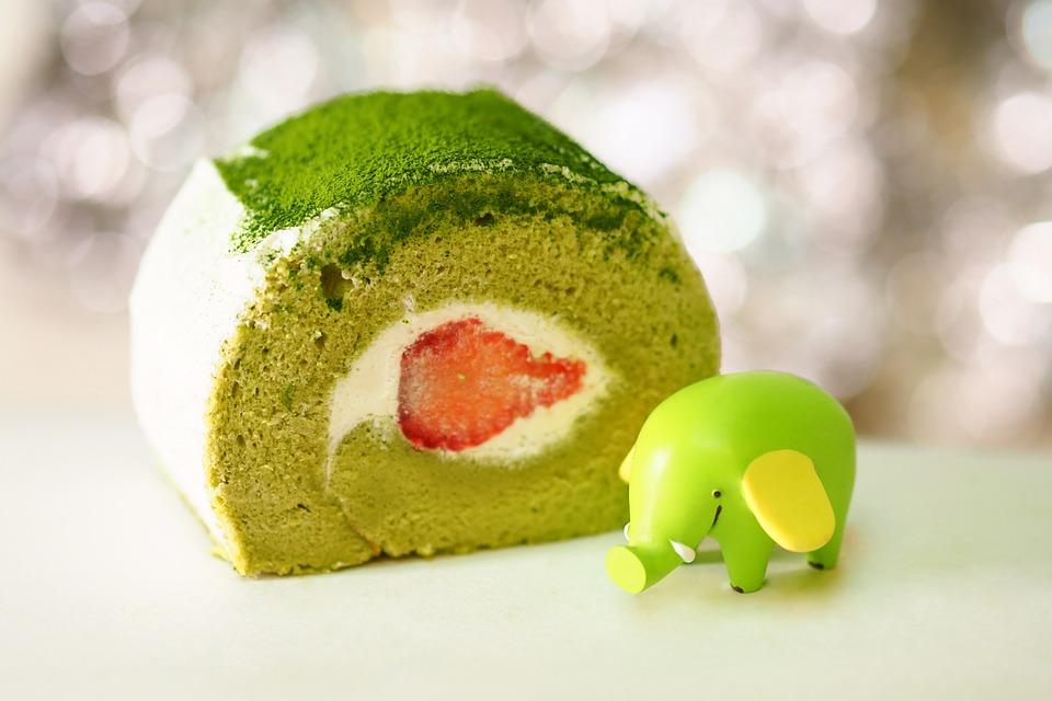 Strawberry Matcha Roll Cake Recipe