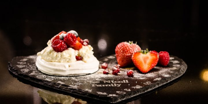 Meringue with Fresh Fruits
