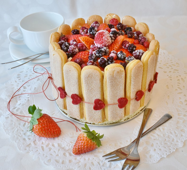 Mixed Berries Ladyfinger Cake